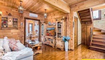 15 Вариантов гостиных из дерева и массива сосны